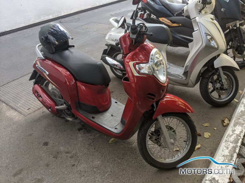 Secondhand HONDA Scoopy (2018)