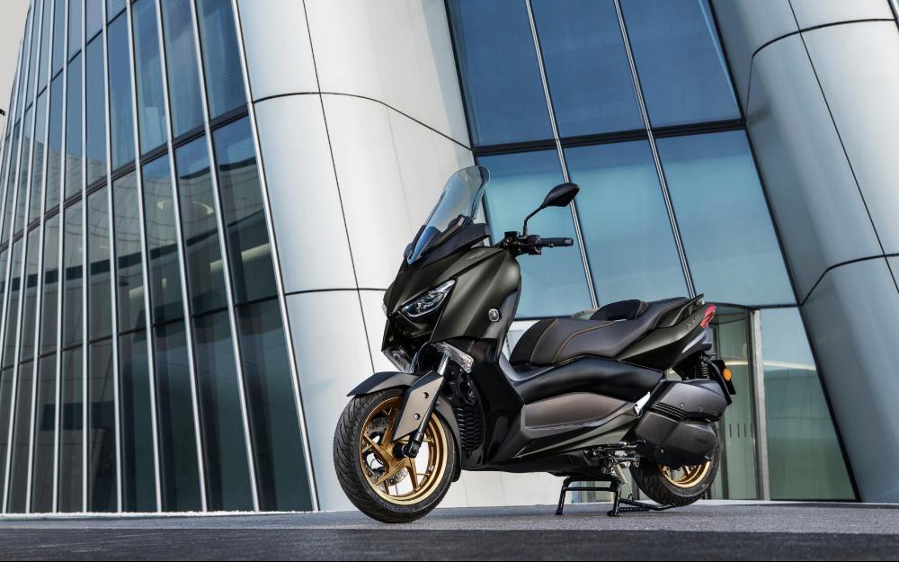 Yamaha XMAX 300 ใหม่