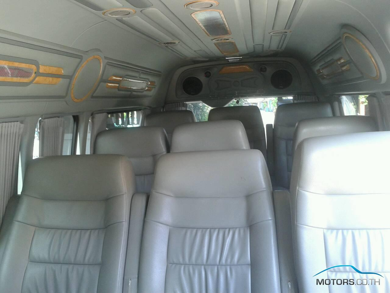 Secondhand TOYOTA HIACE (2009)