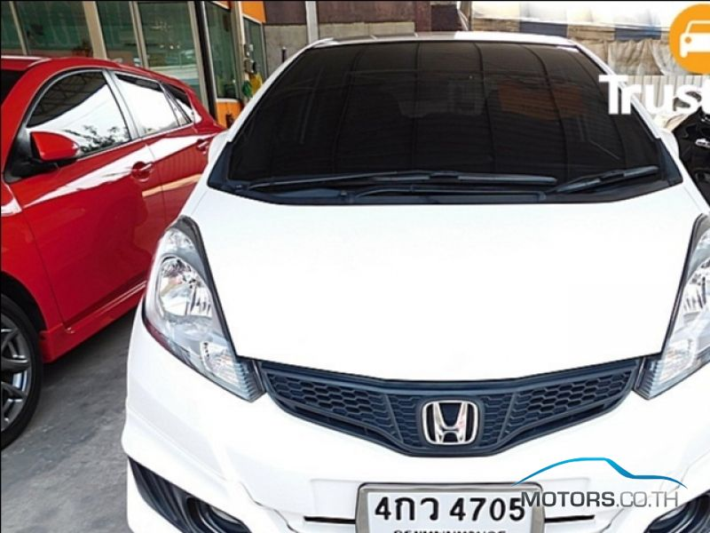 Secondhand HONDA JAZZ (2014)