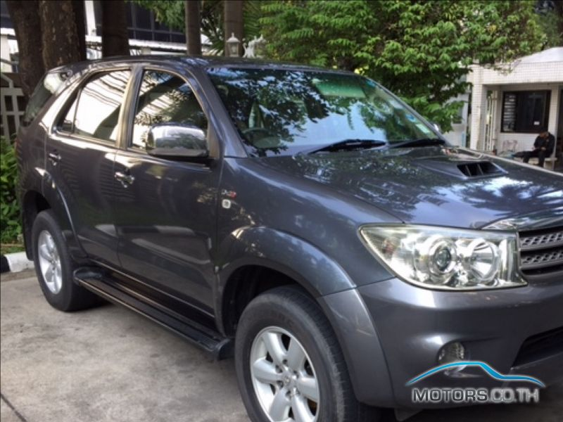 Secondhand TOYOTA FORTUNER (2010)