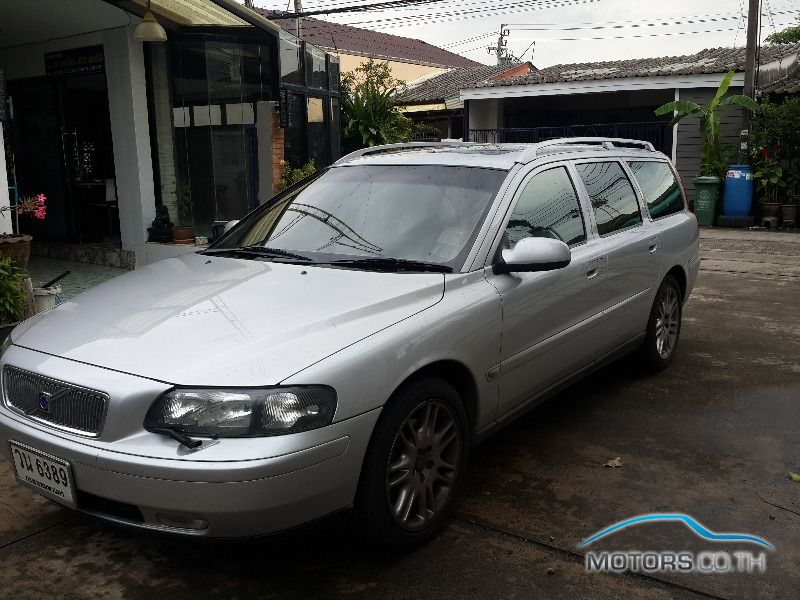 Secondhand VOLVO V70 (2002)