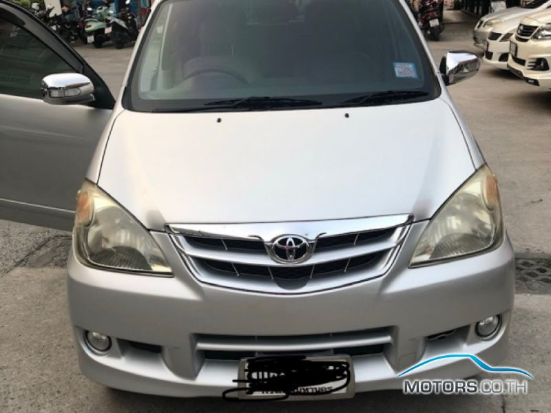Secondhand TOYOTA AVANZA (2011)