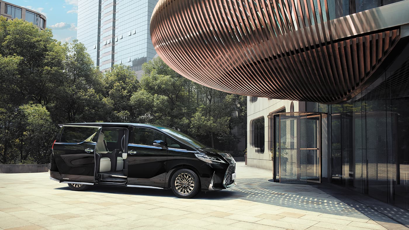 ALL NEW LEXUS LM 300h