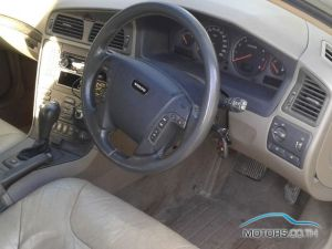 Secondhand VOLVO V70 (2003)